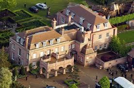 top 15 maisons de luxe appartenant à