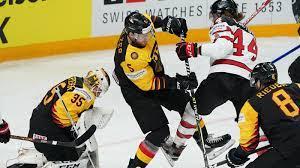 Die deutsche auswahl des neuen bundestrainer toni. Eishockey Wm Deutschland Siegt Auch Gegen Kanada Eishockey Sportschau De
