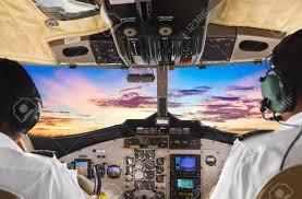 Pilotos En La Cabina De Avión Y La Puesta De Sol Fotos, Retratos, Imágenes  Y Fotografía De Archivo Libres De Derecho. Image 9856248.