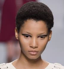 Coupe Courte Afro D Fil Fendi Chevelure Coiffure Pinterest