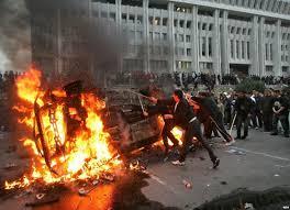 Две революции в Кыргызстане между ними есть существенные отличия Столкновения в дни первой кыргызской революции Бишкек 24 марта 2005 года