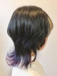 ミディアムヘアスタイルウルフカットの個性的カラー
