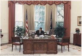oval office table. Ronald Reagan (pictured At The Resolute Desk), Bill Clinton, George W Bush Oval Office Table H