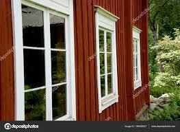 Klassische Rote Skandinavischen Holzhaus Mit Weißen Fenster