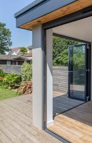 Extension - interesting corner detail with bi-folding doors ...