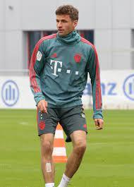Datei:Thomas Mueller Training 2019-04-10 FC Bayern Muenchen-2.jpg –  Wikipedia