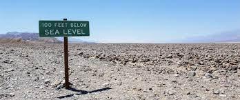 roadtrip door Death Valley National Park