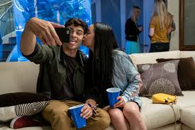 After seeing lana condor and noah centineo in to all the boys i've loved before, it's easy to believe the two of them must have a thing going on in real life. Noah Centineo And Lana Condor Made Deal Not To Date During Tatbilb Metro News