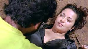 Yuganiki Okkadu Scene Karthi With Girls In Forest Reema Sen.
