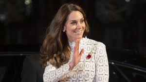 kate middleton flashes her thigh in stunning lace dress at movie kate middleton flashes her thigh in stunning lace dress at movie premiere see the daring look