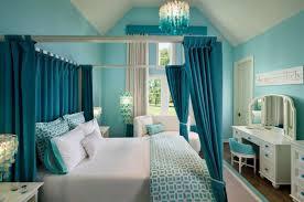 Monochromatic Bedroom Using Blues