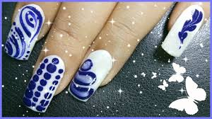 Nail Polish Ki Design 4 Different Nail Art Designs Using White And Blue Nail Polish Colour Alivia