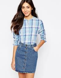 Kourtney Kardashian reveals slimmer figure in tight jeans as she.