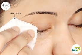 single step method wipe off the waterproof mascara with baby wipes