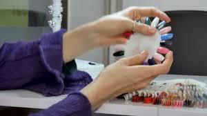 Detailní Video Gelové Nehty Pole Paleta V Salonu Krásy ženské Ruce Výběr Uv Na Nehty