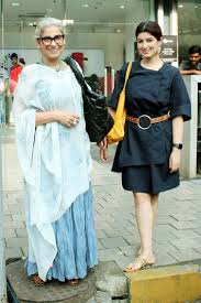 Twinkle Khanna Fashion Designing Institute In Pune Mother Daughter Duo Dimple Kapadia And Twinkle Khanna Go Out