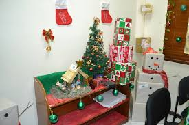 25 Christmas Theme Office Decoration Ideas You Just Have To