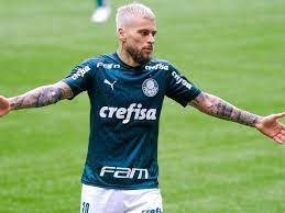 Palmeiras: Lucas Lima gasta fortuna para mudar seu rosto e continua na  reserva de Abel Ferreira; veja como ficou