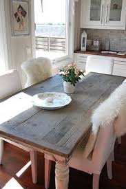 love this table but not the furry blanket things over the chairs
