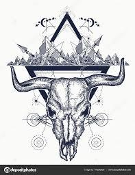 Bull Tetování Lebky A Hory Indiánské Býčí Lebka Stock Vektor