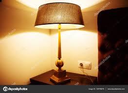 Lamp Op Het Nachtkastje Stockfoto Ribalka 139709576