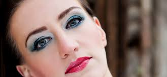 choosing the right eye makeup and wearing something soft will definitely offer you a captivating look