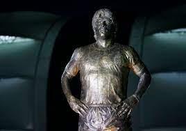 นักเตะทีมชาติอาร์เจนตินาร่วมเปิดตัวรูปปั้น 'มาราโดน่า'