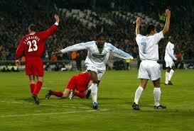 dir drogba célèbre son but contre liverpool au match retour lors des 8es de finale de
