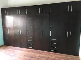 closet moderno cargando zoom