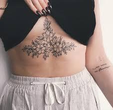 50 фото тату под грудиной у девушек цветы надписи узоры