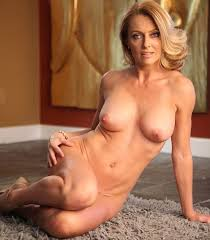 Mature sexy nude woman