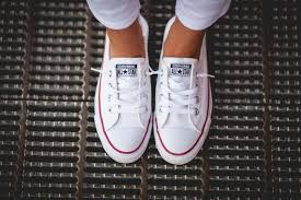 are converse true to size 3 ways to wear converse summer style living in yellow