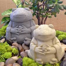 large garden frog statues designs