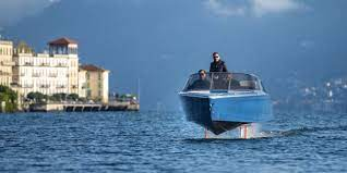 Candela electric hydrofoil boat - watch the first e-foiling boat in action!