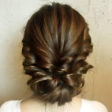 後ろ姿もぬかりナシ凝って見えるけど実は簡単なまとめ髪のやり方です