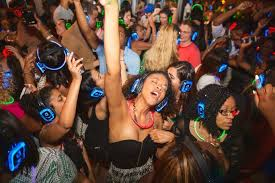 what is a silent disco aka quiet party com quiet clubbing