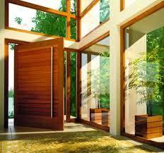 Para garantir a privacidade foi usado vidro jateado. Porta Pivotante 25 Modelos E Ideias Para Inspirar Casa Decorada Blog De Ideias