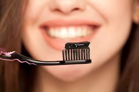 <b>Зубная паста</b> с углем вредна для зубов