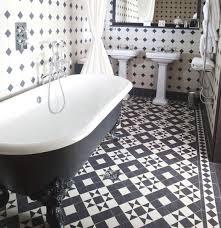 20 Black and White Bathroom Floor Tile design to Refresh the Bathroom Look   Black and white bathroom floor tile on beautiful small bathroom