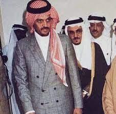 سعود الفيصل وخلفه اخيه تركي الفيصل   Cute friend pictures, Saudi men, Cute  friends