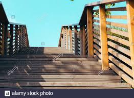Soll ich deswegen meinen husky die treppe lieber hochtragen ? Die Treppe Hochgehen Stockfotos Und Bilder Kaufen Alamy