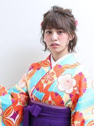 袴姿を髪型でさらに美しくショートヘアが華やぐ卒業式にぴったりのヘア