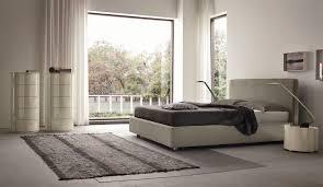 Camera Da Letto Beige E Marrone : Comodini economici con un design moderno colore della parete e