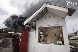 กว่า 15 ชม. ไฟไหม้โรงงานกิ่งแก้ว ยังคุมเพลิงไม่ได้ ควันดำพวยพุ่ง (คลิป)