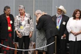 thousands greet stolen generations apology abc news n kevin rudd embraces members of s stolen generation