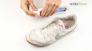 wikihow how to clean white leather shoes