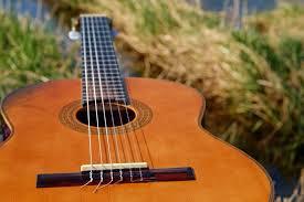 Nah, kalau alat melodis ini memiliki nada dan irama. Contoh Alat Musik Harmonis Jenis Modern Dan Tradisional