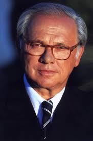 Hubert Burda – seit 1997 im Amt – bleibt VDZ-Präsident. - 16061-org-677x1024