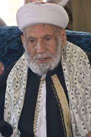 بعد أيام من دفنه.. شاهد ماذا حدث عند قبر العلامة محمد بن إسماعيل العمراني  بصنعاء- صور