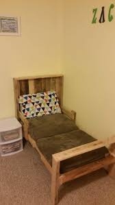 Pallet Bedroom Furniture Toddler Pallet Bed O Pallet Ideas O 1001 Pallets